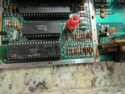 Placa do Atari 2600, já livre da plaquinha de PAL-M.