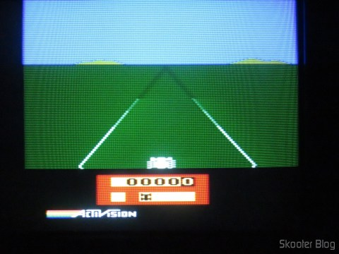 Enduro, com o 2600RGB via vídeo composto em TV CRT.