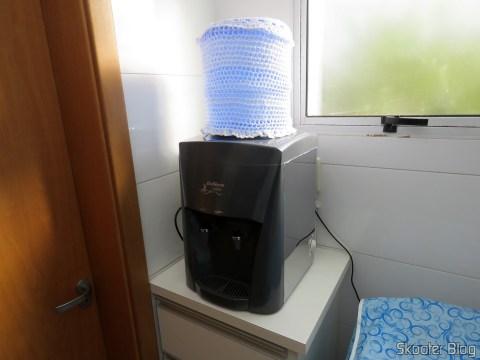 Bebedouro de Garrafão de Mesa em Inox Belliere, em funcionamento