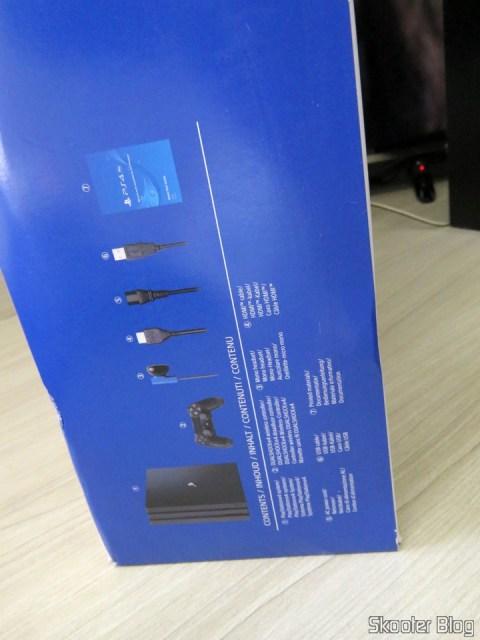Playstation 4 Pro, em sua caixa.