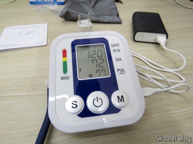 Monitor de Pressão Arterial Eletrônico (substituição), em funcionamento.