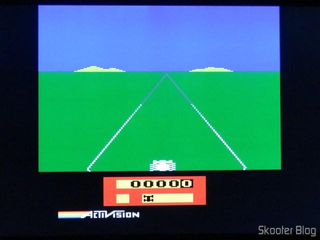 Enduro, no Atari 2600 com o 2600RGB usando a saída RGB.