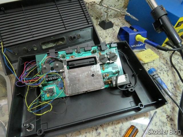 Proteção metálica recolocada no Atari 2600.