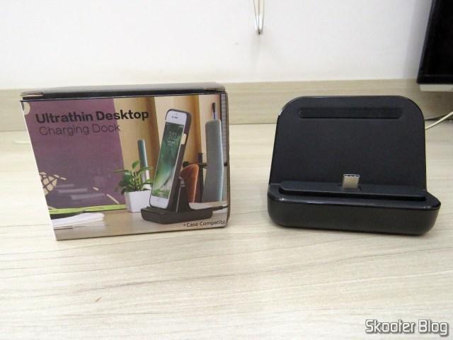 Dockstation USB Tipo C CharmTek, e sua embalagem.