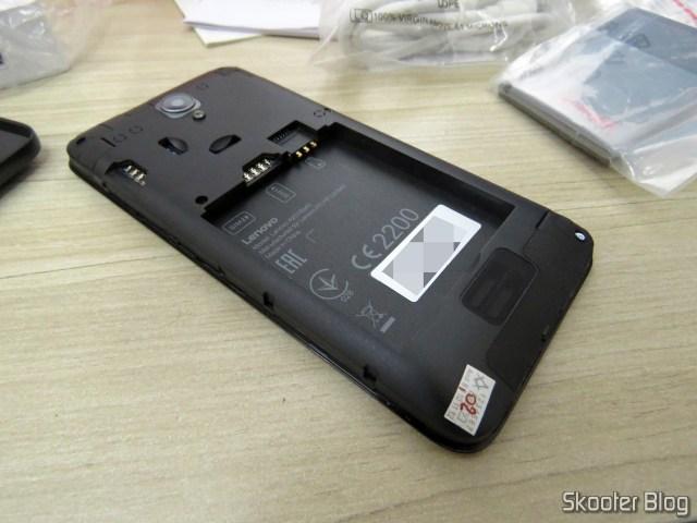 Smartphone Lenovo Vibe B 8GB, com selinho tosco de garantia.