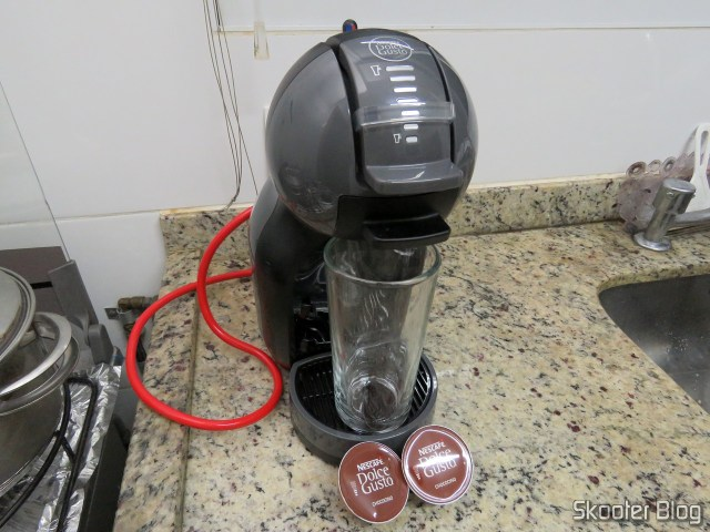 Preparing a Chococino on Coffee Nescafé Dolce Gusto Black Mini Me.