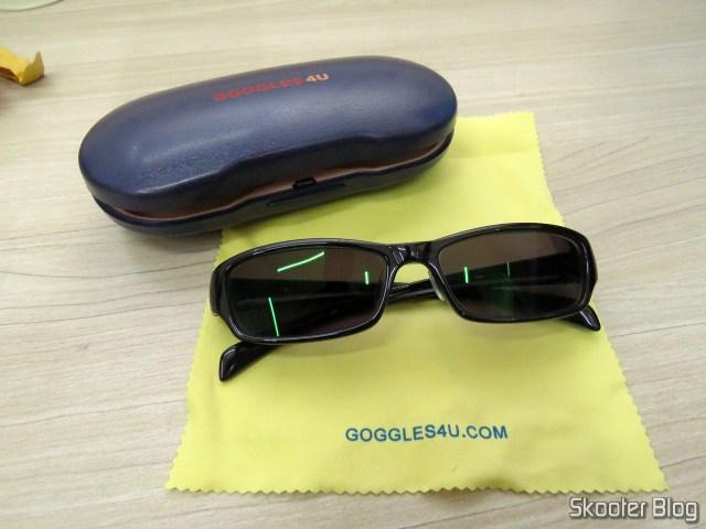 Óculos de Sol com Grau, Lente Preta Escura (G4U T3022 Rectangle Eyeglasses 124765-c), e estojo da Goggles4U.