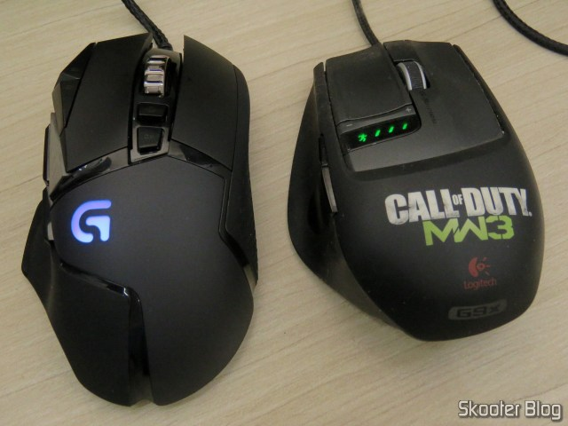 Logitech G502 Proteus Spectrum RGB Tunable Gaming Mouse, operation, beside the Logitech G9x.
