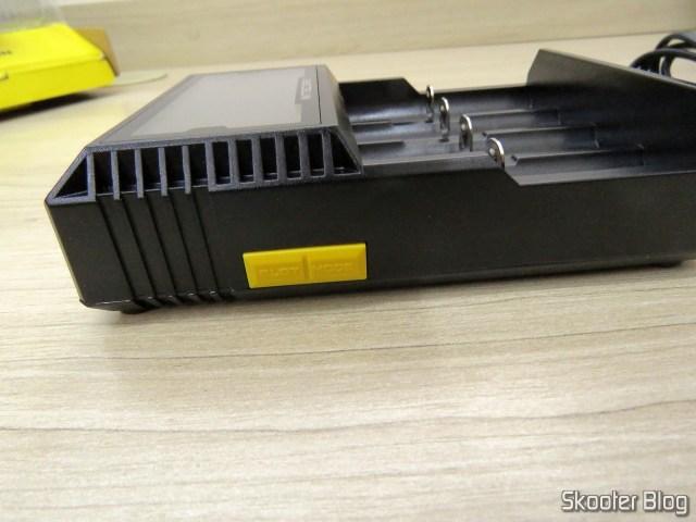Botões do Carregador de Baterias Nitecore Digicharger D4EU.