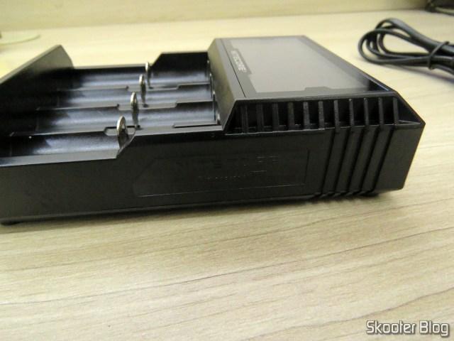 Carregador de Baterias Nitecore Digicharger D4EU.
