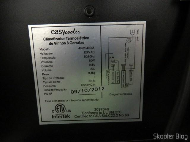 Etiqueta com as especificações da Adega EasyCooler de 8 garrafas.