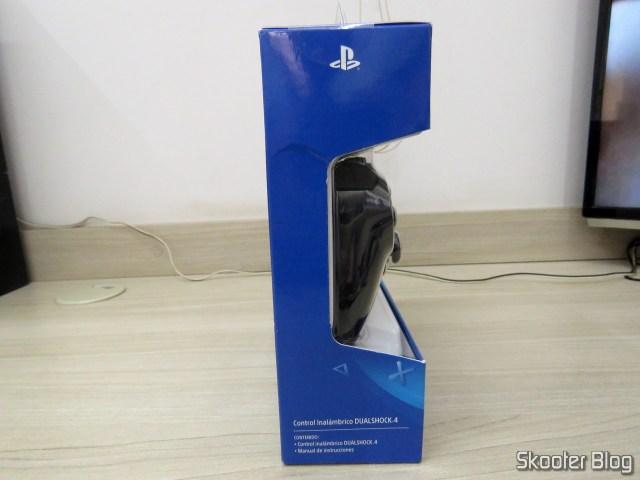 Controle PS4 Playstation 4 Dualshock 4 Original Sony Sem Fio, em sua embalagem.