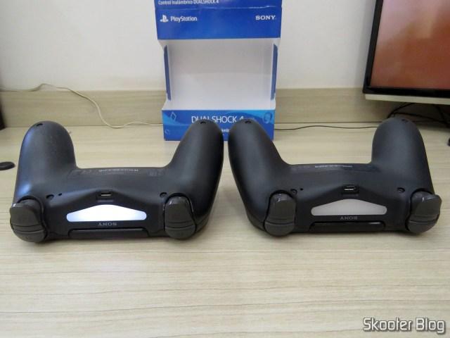 Control PS4 Playstation 4 Dualshock 4 Original Sony Sem Fio., ao lado do controle que acompanha o Playstation 4 For.