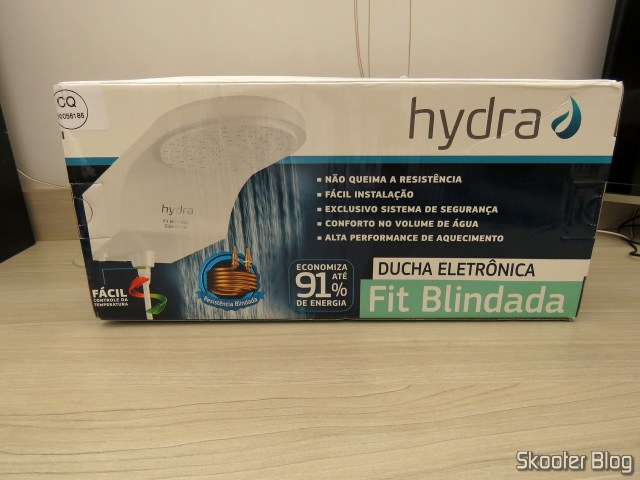 Hydra Shower Fit Electronic White Armored, on its packaging.