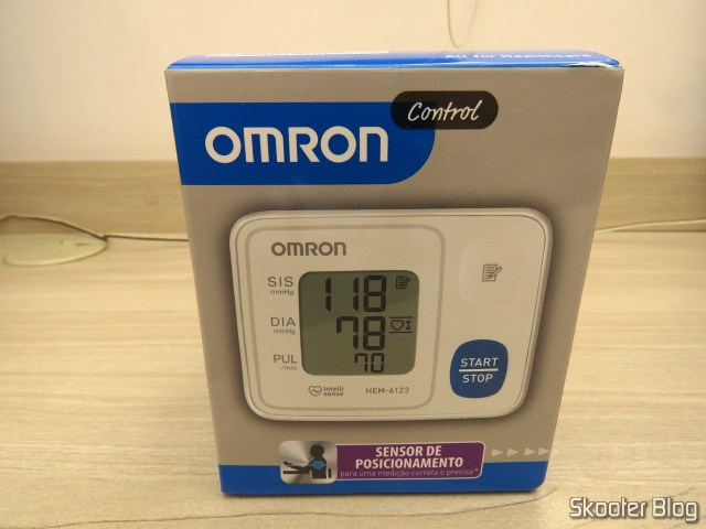 Omron Automatic blood pressure device to Wrist HEM 6123, on its packaging.