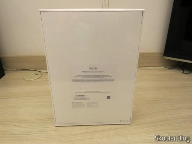 Apple iPad 2018 6th generation 128 GB Silver MR7K2BZ/WiFi, on its packaging.