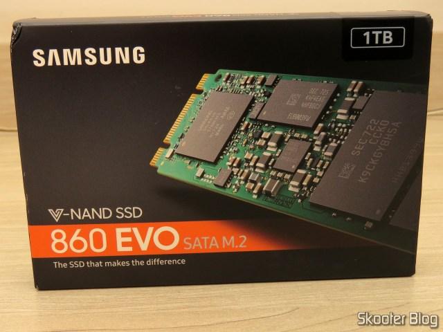 Samsung 860 EVO 1TB M.2 SATA Internal SSD (MZ-N6E1T0BW), em sua embalagem.