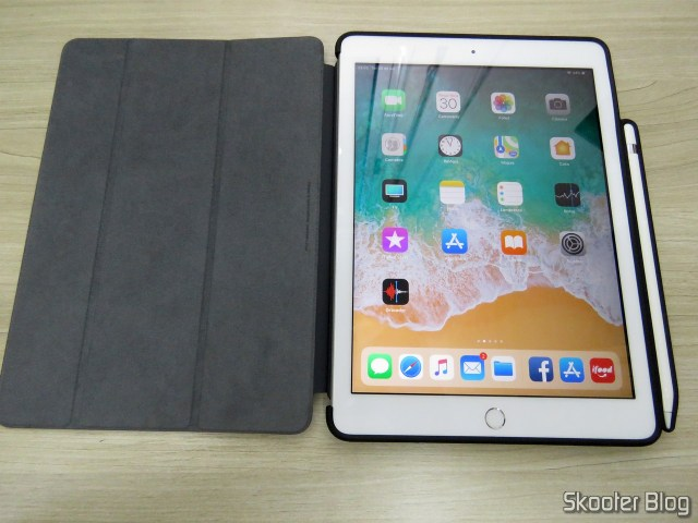 iPad with the back cover Hard ultra-thin transparent to iPad 9.7 2017/2018 with support for Apple Pencil.