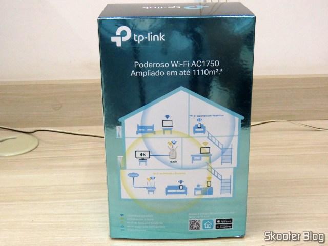 Repetidor Wi-Fi TP-Link AC1750 RE450, em sua embalagem.