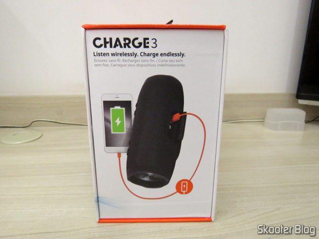 Caixa de Som Bluetooth Portátil JBL Charge 3, em sua embalagem.