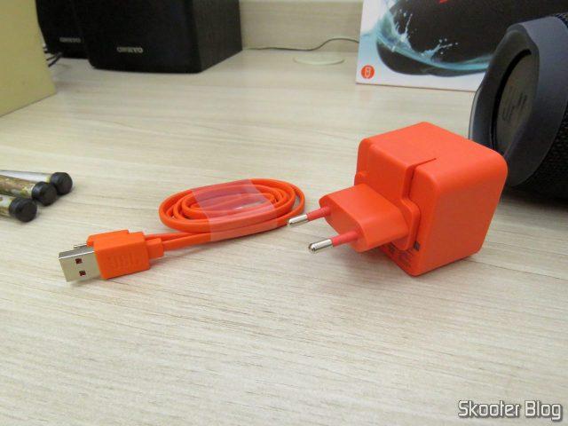 Carregador e cabo USB da Caixa de Som Bluetooth Portátil JBL Charge 3.