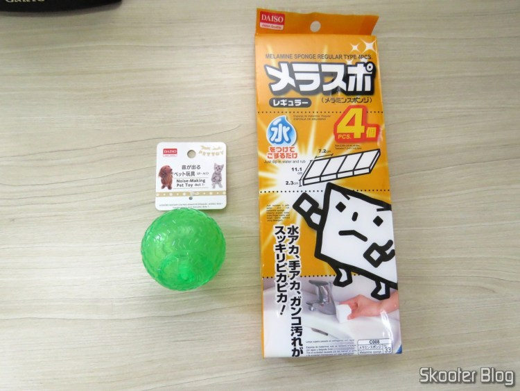 Ball with whistle to Pet and sponges of Melamine.