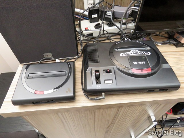 Analogue Mega Sg, next to the original Sega Genesis.
