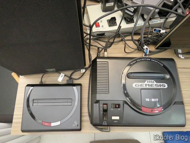 Analogue Mega Sg, next to the original Sega Genesis.