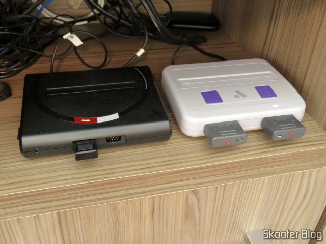 Analogue Mega Sg, ao lado do Analogue Super Nt.