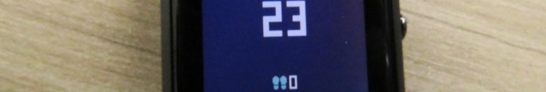 Relógio Smartwatch Xiaomi Huami Amazfit Bip, em funcionamento.
