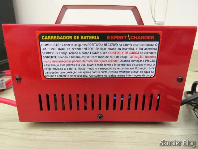 Lateral do Carregador de Baterias 12V Expert Charger PR10.