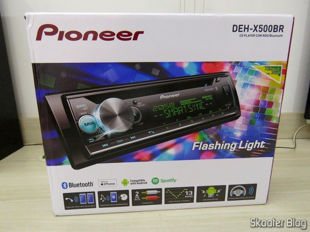 Car Audio Pioneer CD MP3 Player AM / FM - Bluetooth USB Auxiliar DEH-X500BR, on its packaging.