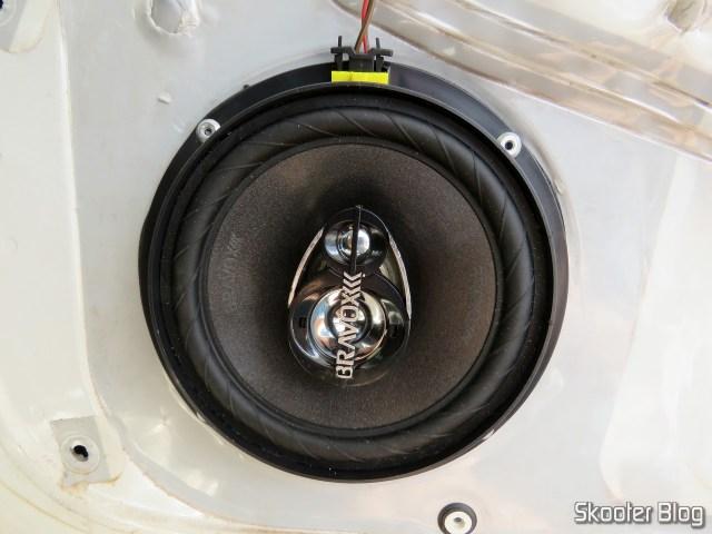 Speaker Triaxial Bravox Original Line 6 Pol B3X60 VWGOL, already fixed on the door.