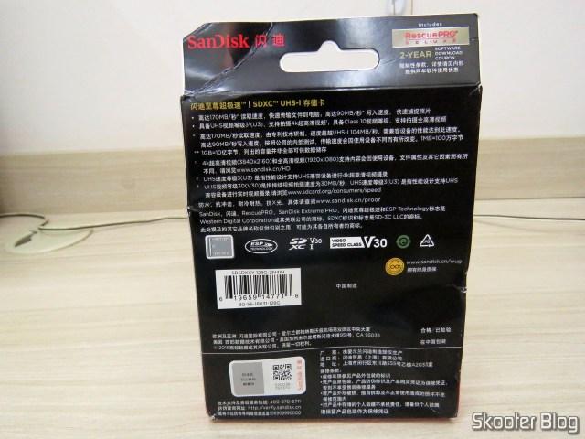 Cartão de Memória SDXC Sandisk Extreme PRO 128GB SpeedTM SDXCTM UHS-1, em sua embalagem.