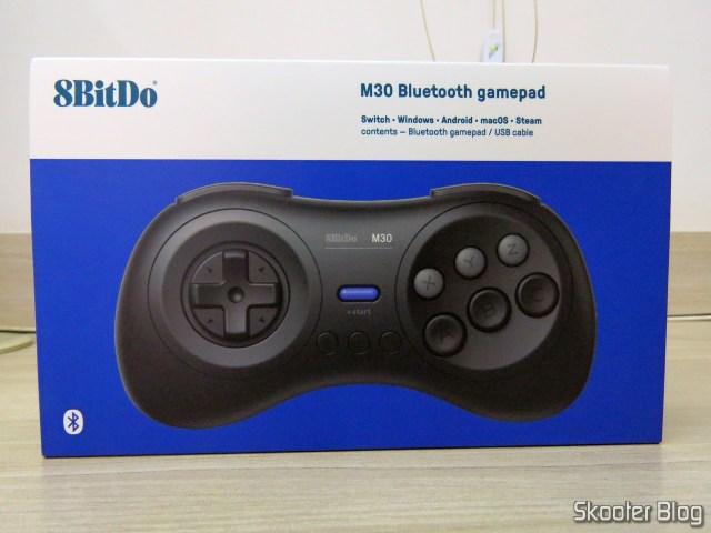 8BitDo M30 Bluetooth, em sua embalagem.