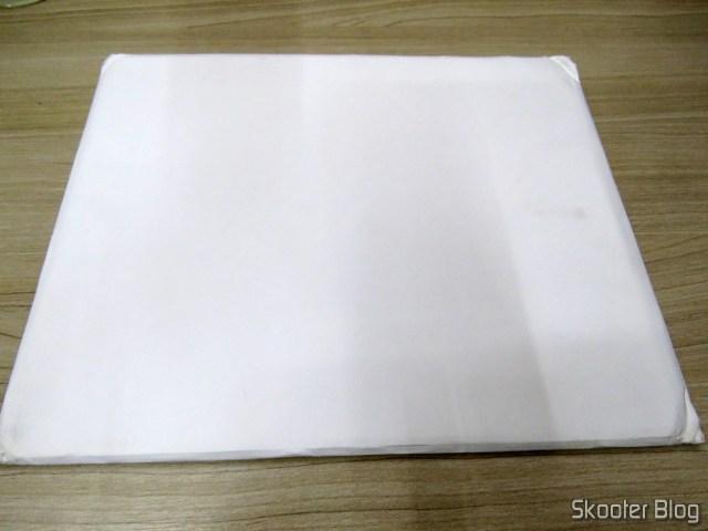 Mouse Pad Metálico de Liga de Alumínio Xiaomi 300x240x3mm, em sua embalagem.
