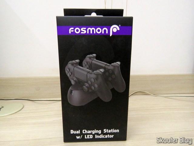 Fosmon PS4 Dual Charging Station, em sua embalagem.