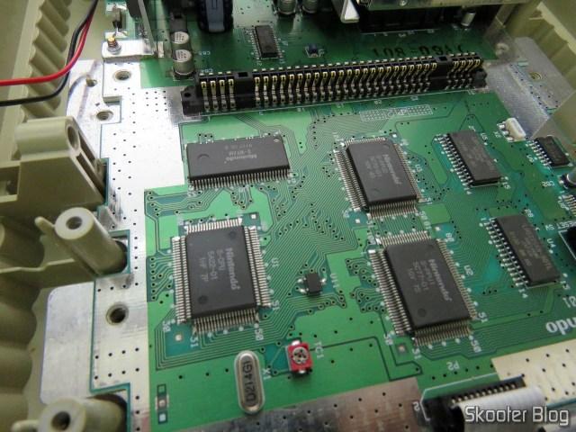 Super Nintendo Original NTSC PCB SHVC-CPU-01 CPU/PPU1/PPU2 1/1/1 por dentro: os chips principais.