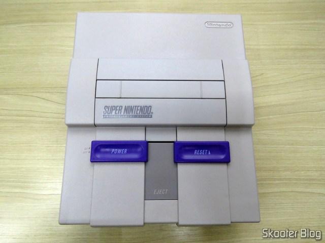 Parte de cima do Super Nintendo, after cleaning.