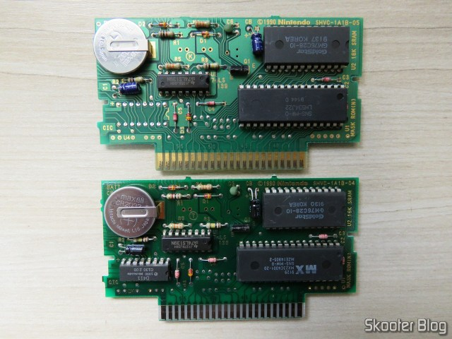 The two plates of the cartridge Super Mario World: without CIC and CIC.