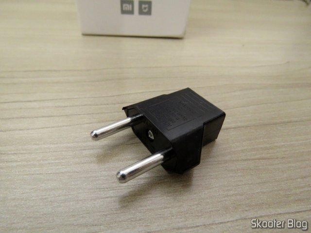 Adaptador para o padrão brasileiro, que o vendedor enviou junto com a Xiaomi Mi Home Security Camera 360º.