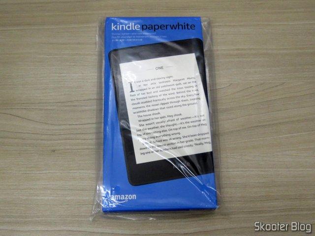 """Kindle Paperwhite Amazon Tela 6"""" 8GB WiFi, em sua embalagem."""