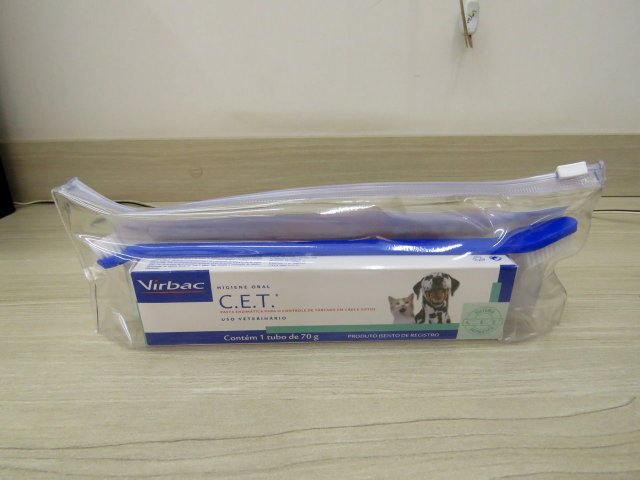 Dental pulp Enzyme C.E.T Virbac for dogs and cats - 70g, accompanied brush and necessaire.