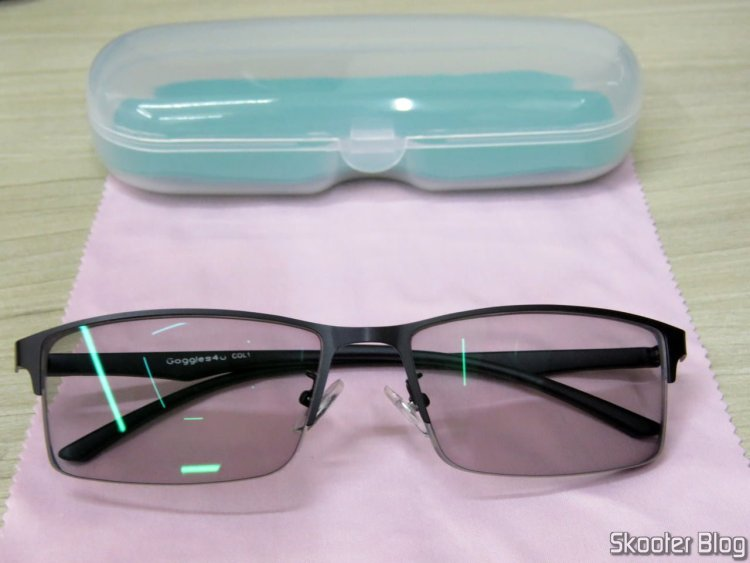 Óculos de Grau com Lentes Fotocromáticas, poucos segundos após retornar do sol.
