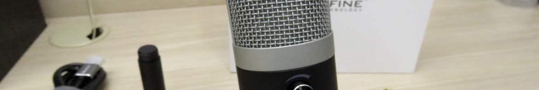 Microfone Fifine Technology K670, em seu pedestal.