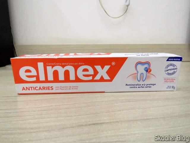 Creme Dental Elmex 90g, em sua embalagem.