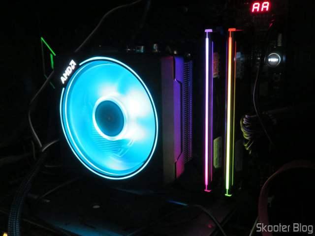 Módulos de Memória Gloway DDR4 16GB (2x8GB) 3200 MHz RGB, instalados e em funcionamento.