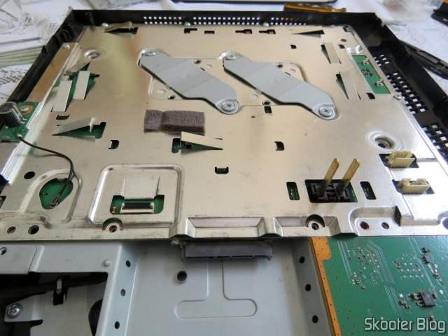 Meu PlayStation 3 após remoção da fonte e do drive de blu-ray.