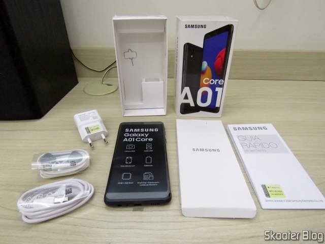 Smartphone Samsung Galaxy A01 Core 32GB Preto - Processador Quad-Core 2GB RAM Câm.8MP + Selfie 5MP, com embalagem e acessórios.