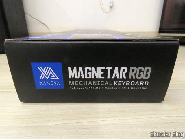 Teclado Mecânico Xanova Magnetar RGB XK700, em sua embalagem.